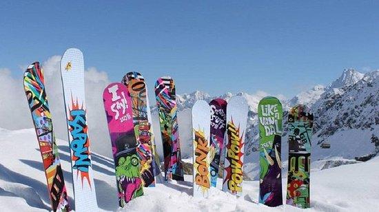 Aluguer de Snowboard North Lake Tahoe Premium, incluindo entrega