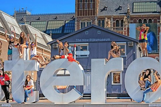 AMSTERDAM SHOPPING EXPERIENCE: THE...