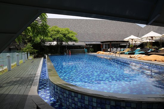 The Kuta Beach Heritage Hotel Bali - Managed by Accor: Pool on top floor over looking the ocean