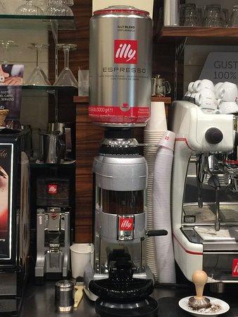All'Osteria Café Del Monte si beve solo Illy Caffè
