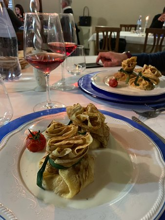 Marina di Strongoli, Italy: Cenone di capodanno: crepes ripiene di ricotta e salmone su crema di parmigiano