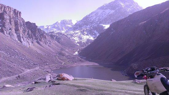Saruu, Kirgisistan: Озеро в ущелье Джууку