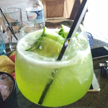 Cucumber Gin elder flowers cocktail