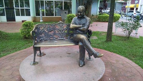 Estátua Ronald Golias