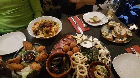 El Toro Steak und Tapas: Tapas ý mas!!Fantastic food, great service!!