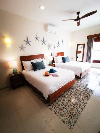 Nuestra habitación inspirada en Isla Mujeres, uno de nuestros pueblos mágicos, representados en el hotel.