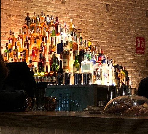 Clubhaus : Meer dan 200 flessen achter de bar
