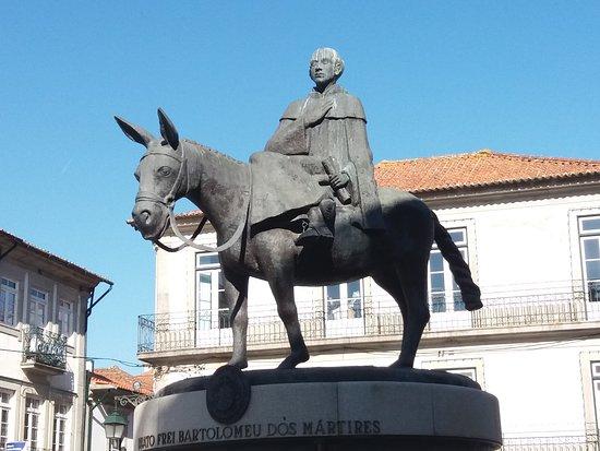 Escultura de Frei Bartolomeu dos Martires