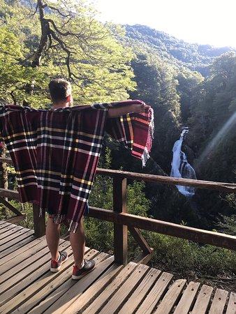 Hermoso paisaje como toda cascada