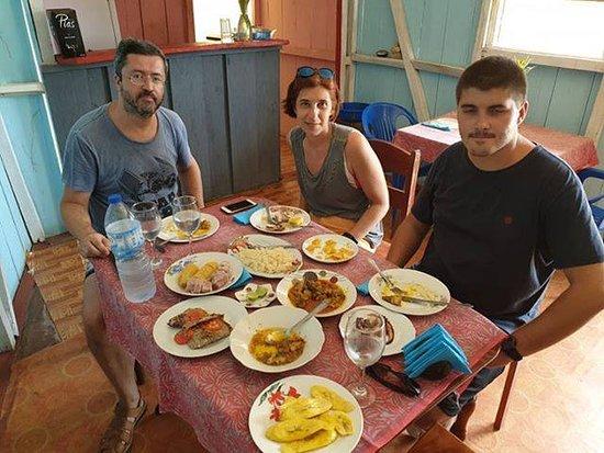 Santo Antonio, Sao Tome and Principe: cantinho barreto com pratos tipicos o melhor lugar para fazer a sua refeição escolha este lugar quando fazer a sua viagem neste ilha, olha que não vais arrepender este lugar só aférece coisas boa.