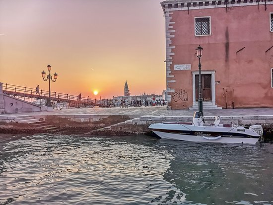 Treasures of Venice: private boat guided tours