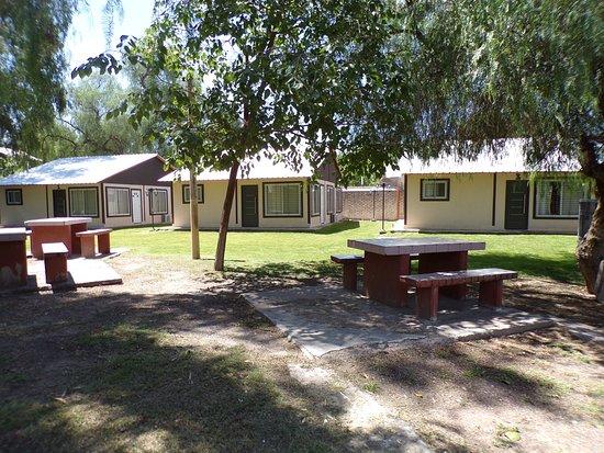 Cabañas del Camping de ATSA Mendoza. Son 3 viviendas de 70m2 c/u, cuentan con 3 dormitorios, baño, cocina y comedor; tienen capacidad para 6 personas. Amobladas, equipadas con electrodomésticos y climatización. Disponen de portón de entrada y salida propio. Poseen alarma y seguridad privada las 24 hs.