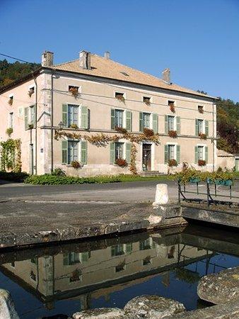 Vaucouleurs, ฝรั่งเศส: Ferme de la Vaise Chambres d'hôtes et gîtes à Maxey sur Vaise Piscine en belle saison Vacances de détente en pleine nature