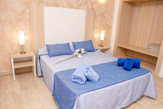 Cala Blanca, Espagne: Vista general de la habitación
