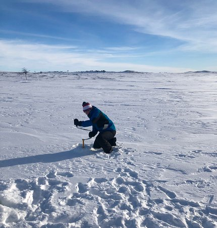 Nuorgam, Φινλανδία: Our son drilling another ice fishing hole