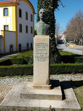 Castelo de Vide, Portugal: Busto do Dr.José Pereira Flores