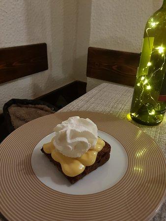 La Maison: Tenerina al cioccolato di nostra produzione con mascarpone e panna montata