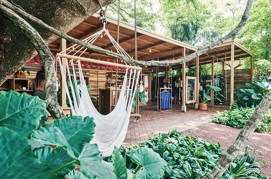 Love Nosara is a contributor to environmental sustainability, it promotes timber recycling, green landscapes, minimises the use of paper by having no tags or bills and uses paper bags instead of plastic.