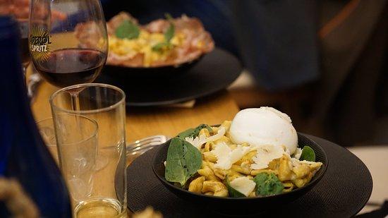 Chez Gusto Al Dente: Une ambiance convivial de partage, un acceuil comme à la maison