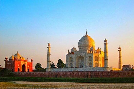 来自德里的阿格拉,泰姬陵和法塔赫布尔西格里一日游