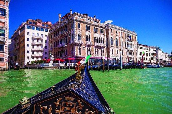 Experiência de gôndola em Veneza