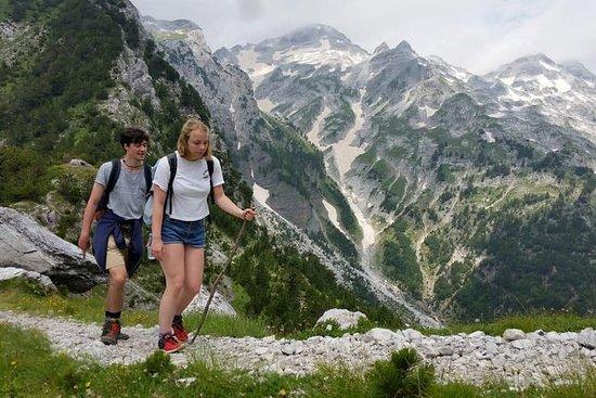 阿尔巴尼亚阿尔卑斯山脉6天的肾上腺素之旅;科曼湖,Valbona和Theth