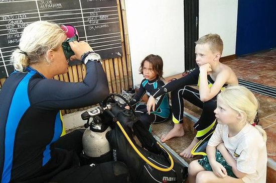 适合10岁儿童的初级开放水域潜水员课程