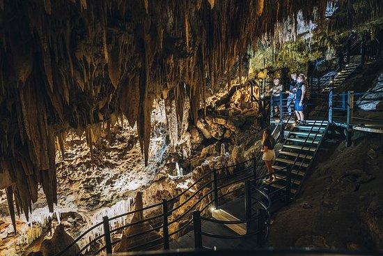 Visita guiada semi-guiada de la cueva...