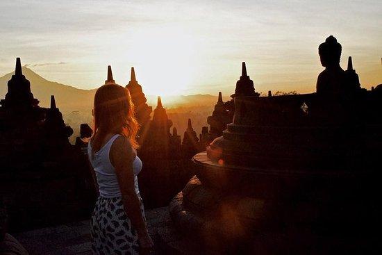 Tour dos Templos Borobudur Sunrise...