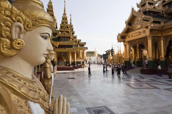 Pagoda privada de Kyaiktiyo y Bago de...