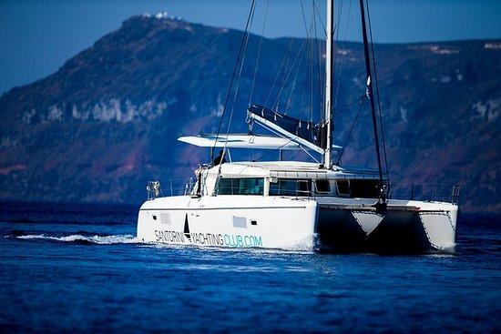 Vacker dag katamaran Caldera Cruise ...