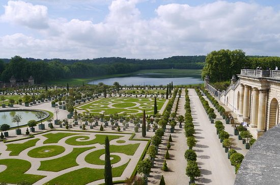 Private tour of Versailles with driver and guide