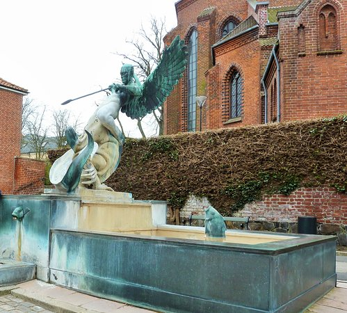 Statyn Sct. Michael og Dragen i Slagelse