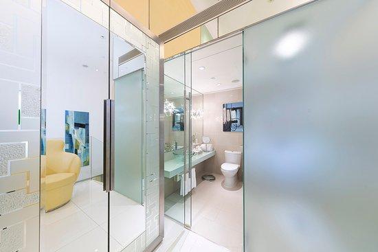 Shower - Picture of Regal Airport Hotel, Hong Kong - Tripadvisor