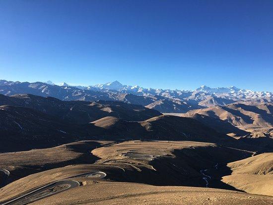 Lhasa, China: Everest at sunrise from Gyawu La pass