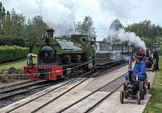 Tamworth, UK: Giant Miniature at Statfold Barn Railway
