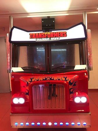 le camion Transformers vu de face !  La partie : CHF 2.-   Nous offrons des jetons pour les anniversaires des -16 ans.