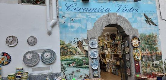 Marina Di Vietri: Bottega di Ceramiche di Vietri