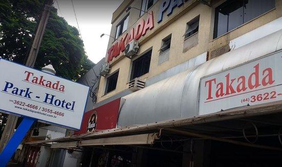 Umuarama, PR: Fachada do Hotel Takada.