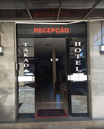 Umuarama, PR: Entrada do Hotel Takada.