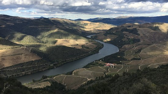 Ervedosa do Douro vineyards: a good hiking to see our valey.