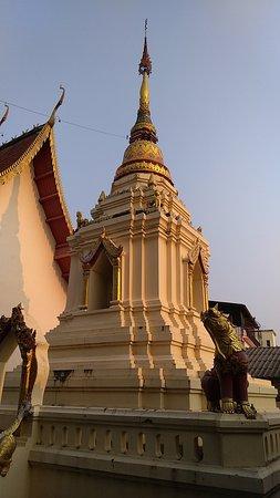 Wat Muang Mang