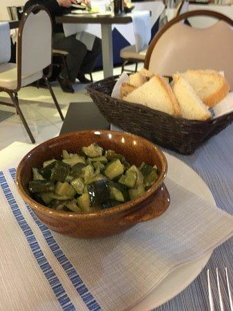 Contorno di zucchine trifolate € 4