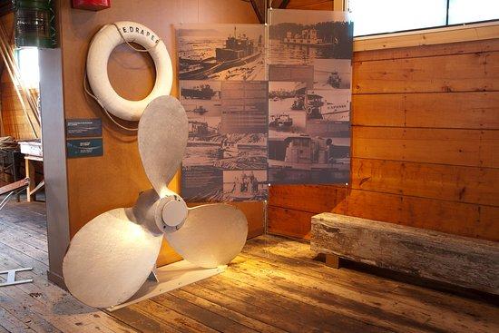 Exposition permanente dans le hangar du T.E. Draper.