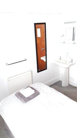Room 4 single