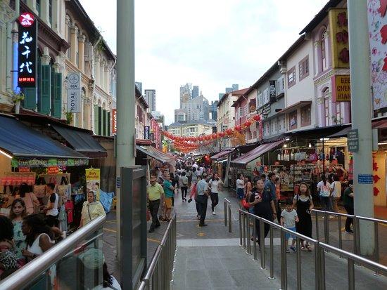 Τσάιναταουν: Singapore,Chinatown  Febbraio 2018. L'anno scorso era l'anno del cane 16 Febbraio , quest'anno è l'anno  del maiale 5 Febbraio 2019. Il capodanno cinese varia di anno in anno, non cade in una data fissa , nel calendario cinese la data può variare di circa un mese , dal 21 gennaio al 20 febbraio . La festività dura 15 giorni ..