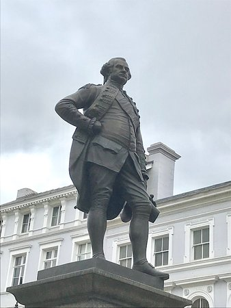 Shrewsbury, UK: Statue in front of the Market Square