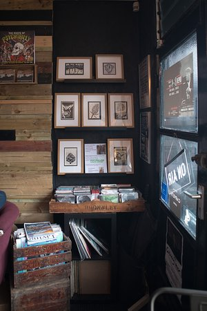 Arnside, UK: As well as selling vinyl, they also have pop up exhibition sales for local artists, what a great idea !!