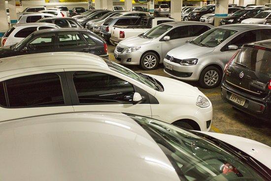 Maringa, PR: Um shopping com mais de 600 vagas de estacionamento!