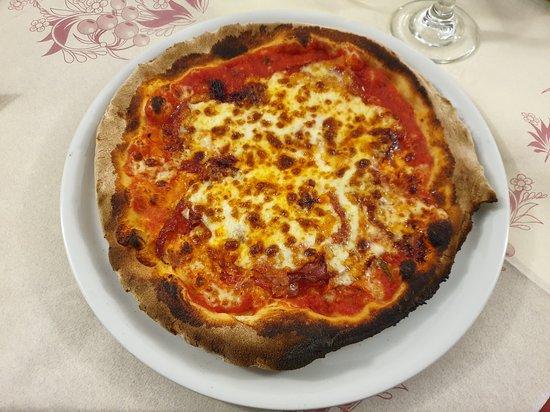 pizza bruciata ai bordi
